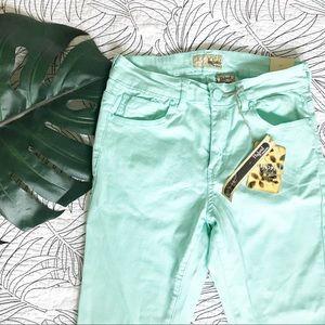 Hybrid & Co • Mint Stretch Jean Capri Jeans